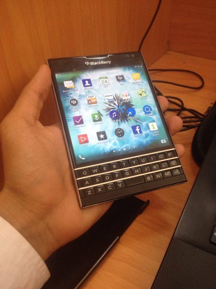 Blackberry passport quốc tế zin ko 1 vết trầy xước0