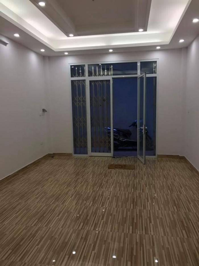 Cần bán nhà Tôn Thất Tùng, Đống Đa 38m2 5 tầng đẹp, giá 3.7 tỷ.