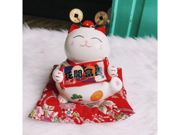 Mèo thần tài Maneki Neko0