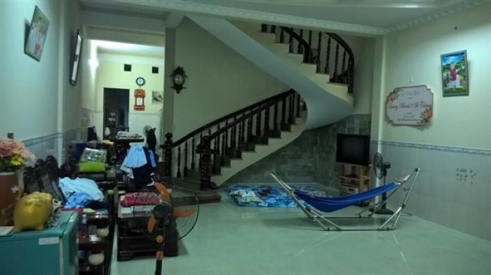 Chính chủ bán nhà mặt tiền đường rộng 8m đối diện trường Song Ngữ Lạc Hồng
