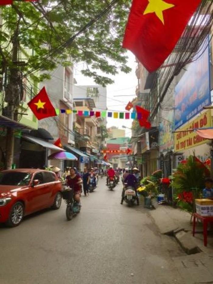 Nhà 3 tầng, mặt đường phố Chùa Hàng, ngay gần chợ Cột Đèn, Tây bắc, 84m2(nở hậu). Giá 6.1 tỷ(TL)