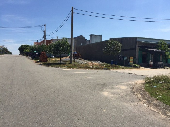 Thua lỗ KD bán gấp lô đất 630m2(21x30m) đối diện chợ, tiện KD buôn bán