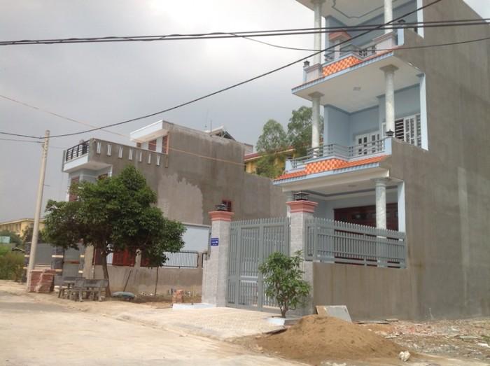 Cần bán gấp căn nhà mới xây nằm ngay chợ ấp 5 , Vĩnh Lộc B , Bình Chánh