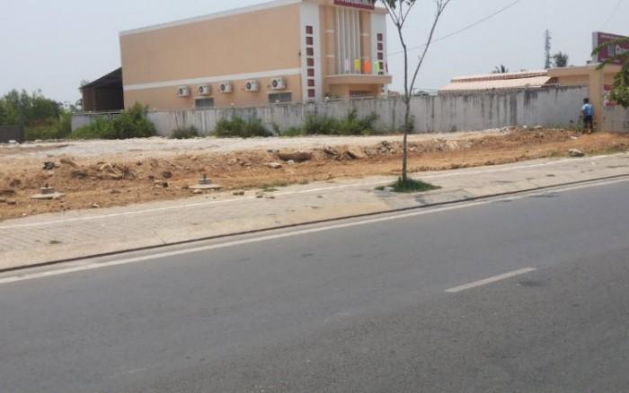 Bán đất mặt tiền, 30tr/m2 SR, BST, đối diện chung cư 4S Phạm Văn Đồng.