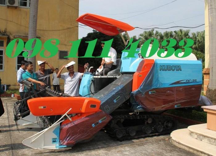 máy gặt dc70 mạnh mẽ cả ruộng lầy1