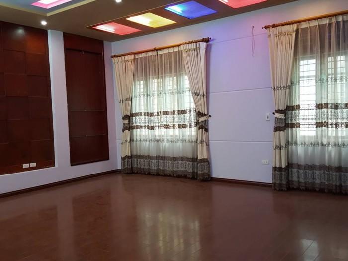 Bán nhà phân lô Phố Hoàng Quốc Việt, 60m, 5 tầng, mặt tiền 6.8m nhà đẹp, ở ngay chỉ 8.9 tỷ.