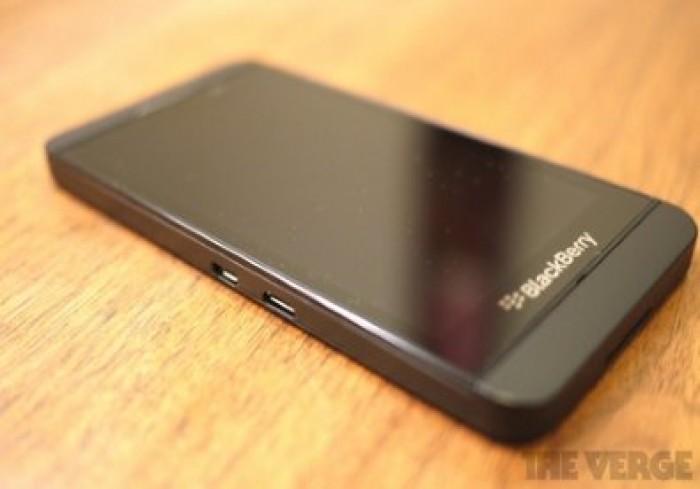 Bán Blackberry Z10 màu đen0