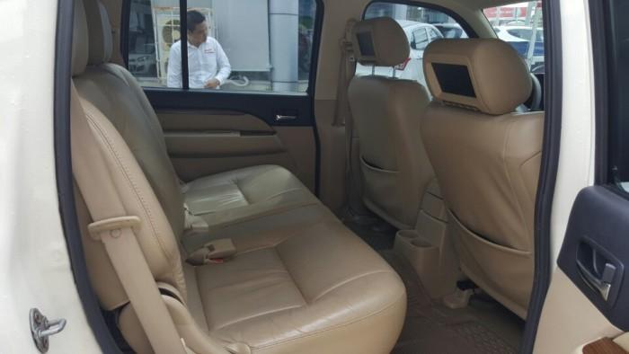 Bán Ford Everest Limited 2.5AT màu trắng 2013 biển Sài Gòn 1