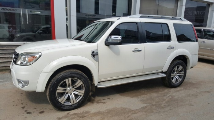 Bán Ford Everest Limited 2.5AT màu trắng 2013 biển Sài Gòn 4