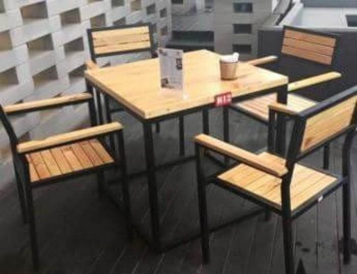 Bàn ghế gỗ chân sắt..1