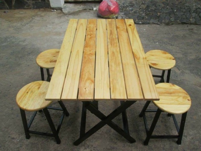 Bàn ghế gỗ chân sắt..2