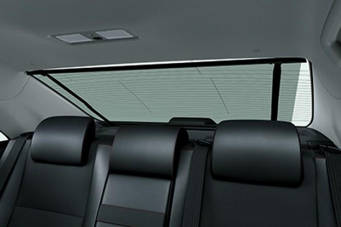 Rèm che nắng phía sau chắn nắng và tạo không gian riêng tư, tăng vẻ sang trọng cho chiếc xe. Liên hệ: 096.695.6989 (Mr An - Trưởng nhóm bán hàng).