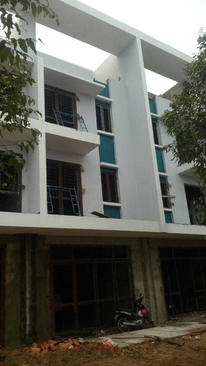 Bán gấp căn nhà 1 trệt 2 lầu 1 tầng thượng đường NH4 Bình Dương