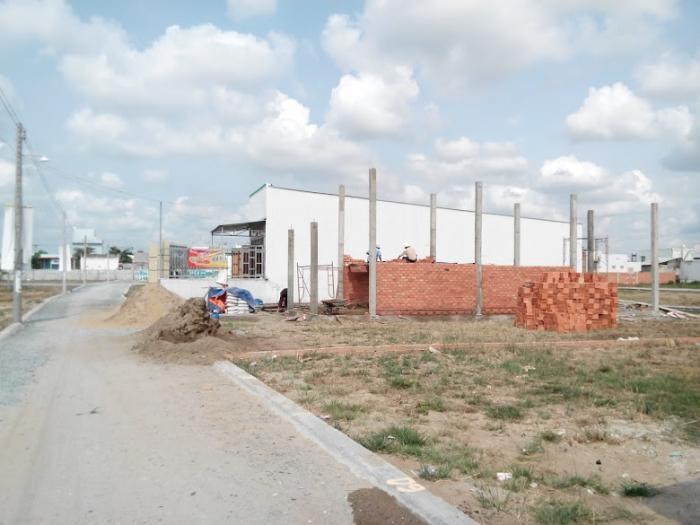 Đất ngay khu dân cư, phía sau chợ Bình Chánh giá từ 360 triệu/nền, xây tự do