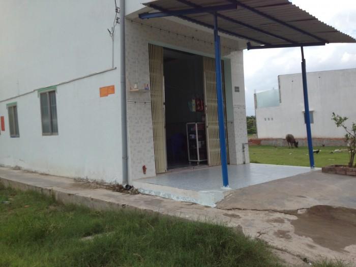 Gia đình cần bán lại căn nhà cấp 4 ngay cổng KCN Tân Đức SHR