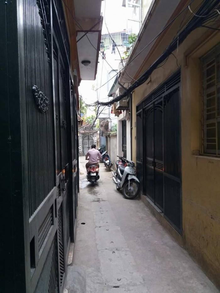 Bán nhà 3 tầng dt 42m ngách 305 Ngõ Quỳnh, Thanh Nhàn Giá 2,8 Tỷ