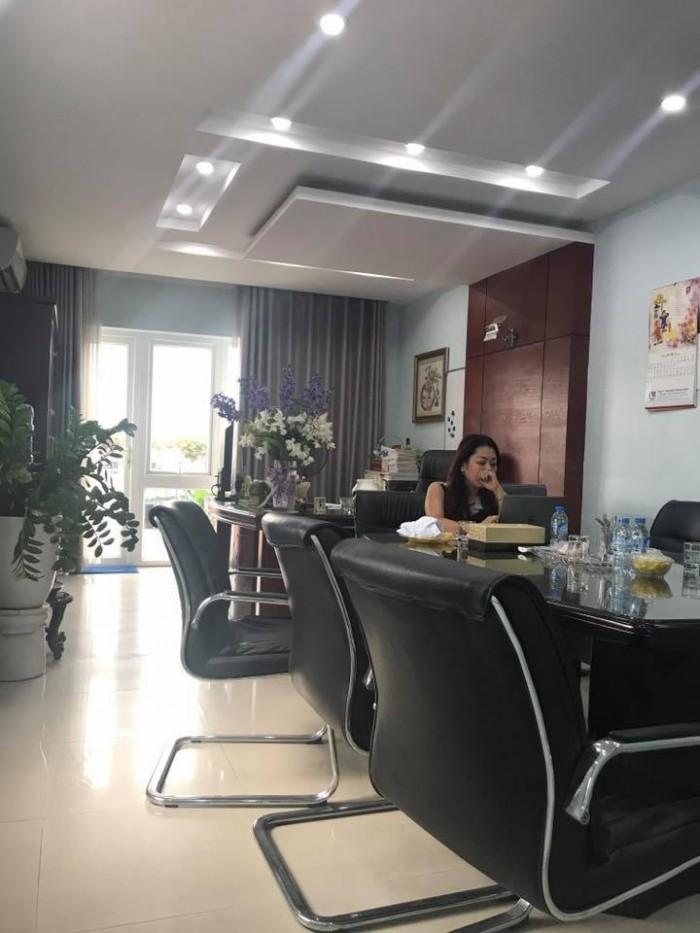 Bán gấp nhà phố Hoàng Cầu, dt 65m2, giá 13.8 tỷ !!! Mở spa tuyệt đẹp..