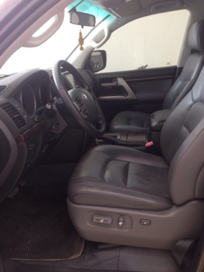 Land Cruiser VX sản xuất 2011 đăng ký lần đầu 2012, một chủ từ đầu 9