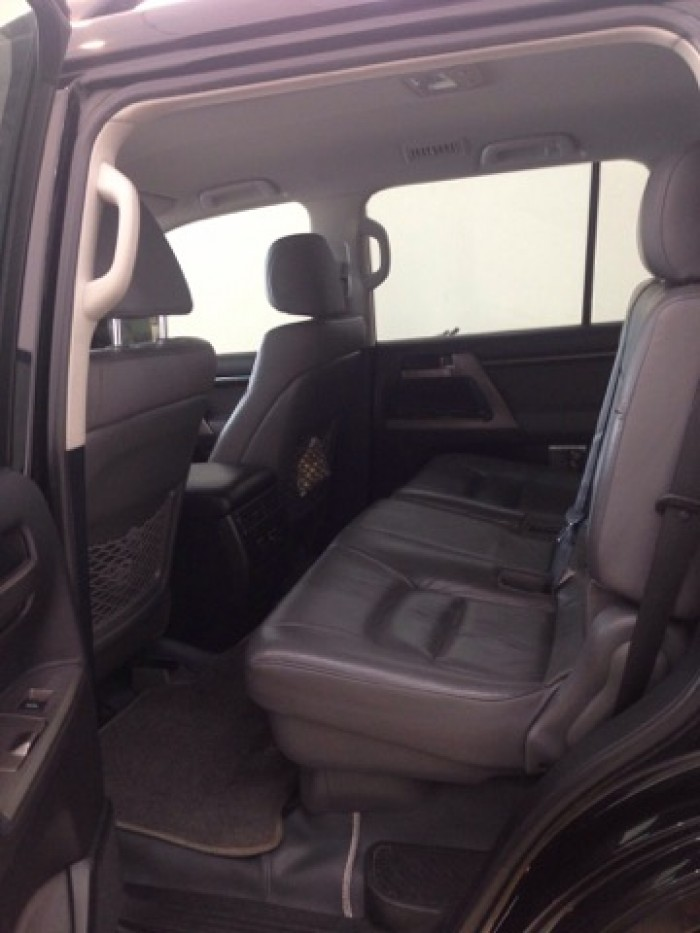 Land Cruiser VX sản xuất 2011 đăng ký lần đầu 2012, một chủ từ đầu 11