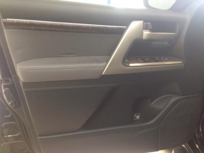 Land Cruiser VX sản xuất 2011 đăng ký lần đầu 2012, một chủ từ đầu 12