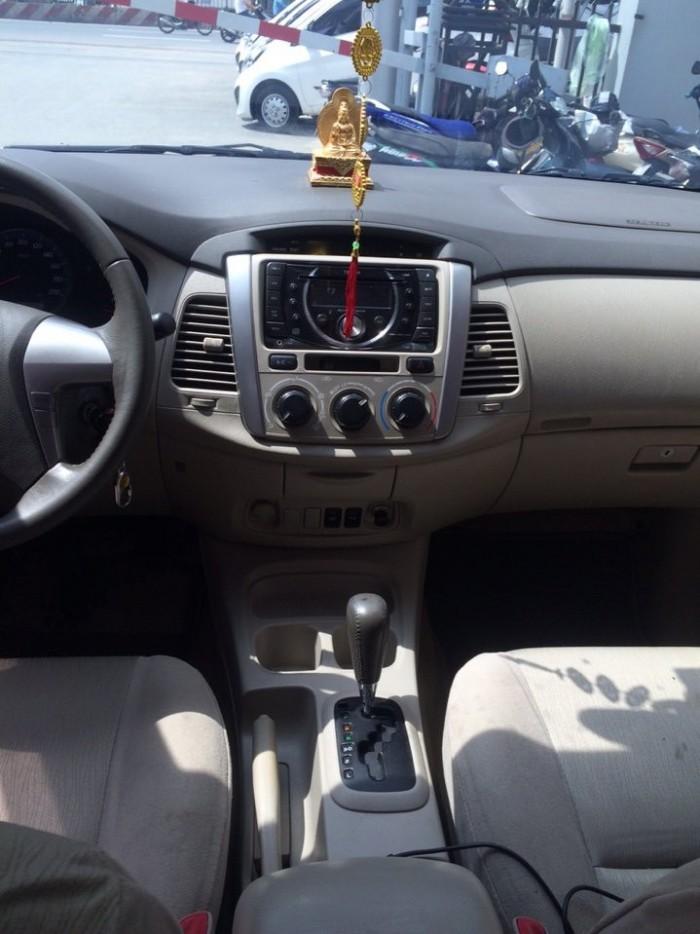 Bán Toyota INNOVA 2.0G số tự động 2013 màu bạc xe đẹp
