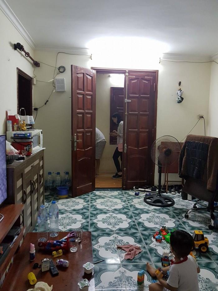 Bán căn hộ tập thể tầng 2 giá 1,68 tỷ khu Bắc Thành Công, Ba Đình, DT 70m2: 1 PK, 2 PN rộng