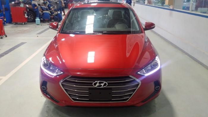 Hyundai Elantra - sang trọng - thể thao