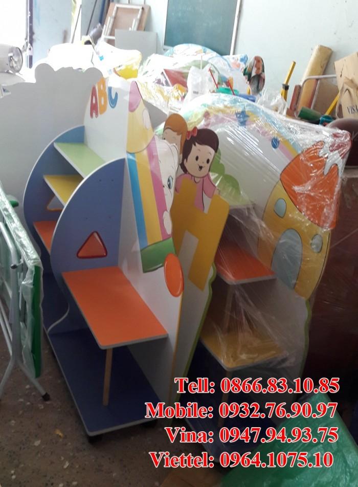 Kệ sách mầm non giá rẻ , chất lượng 100% bền , đẹp , nhiều loại kệ như kệ 3 ngăn , kệ con cá , kệ con voi ,.. với nhiều mặt hàng mầm non khác như giường , bàn ghế , đồ chơi ,..3