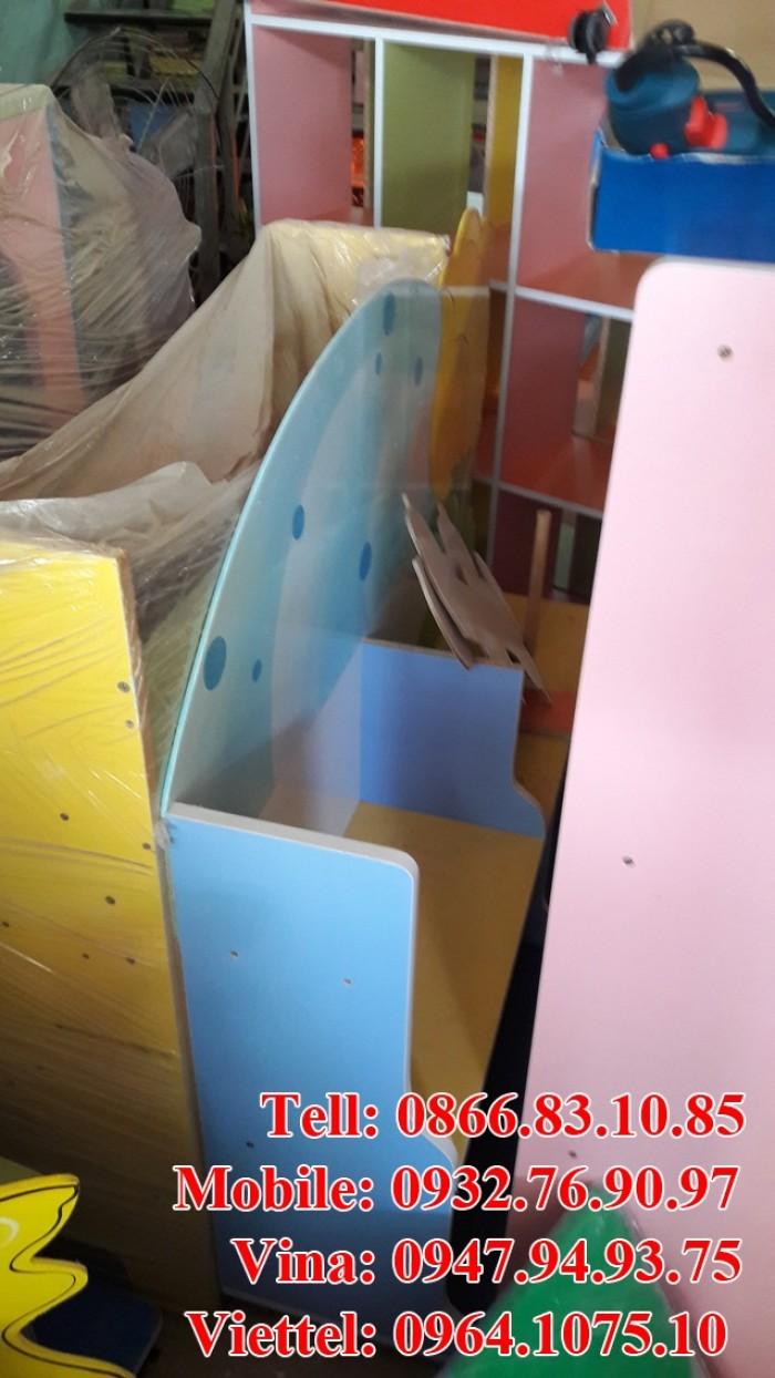 Kệ sách mầm non giá rẻ , chất lượng 100% bền , đẹp , nhiều loại kệ như kệ 3 ngăn , kệ con cá , kệ con voi ,.. với nhiều mặt hàng mầm non khác như giường , bàn ghế , đồ chơi ,..5