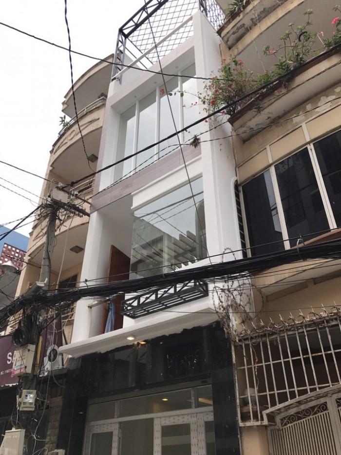 Bán gấp nhà mặt tiền 4PN, 5WC đường Trần Quang Diệu, Q3. DT: 4m x 22,5m, 2 lầu đúc. Giá 21,8 tỷ