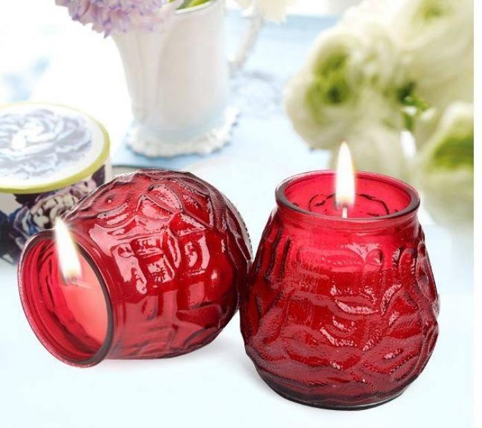 Nến thơm búp sen màu đỏ tượng trưng cho sự may mắn.