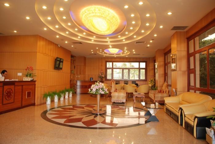 Bán khách sạn 5 lầu đường số 7, liền kề q1, giá 14,5 tỷ, 18 phòng