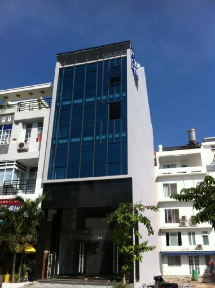 Cho thuê nhà phố mặt tiền Hà Huy Tập, nhà mới xây dựng
