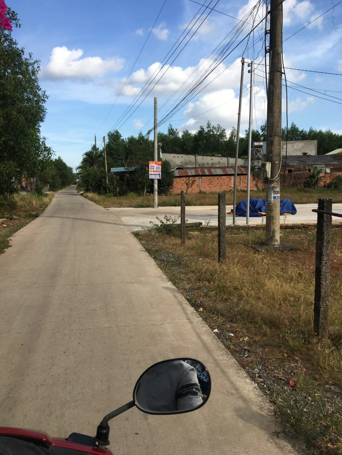 Đất ấp 5 xã Long Phước cách MT bàu cạn 50m. đường btong 8m