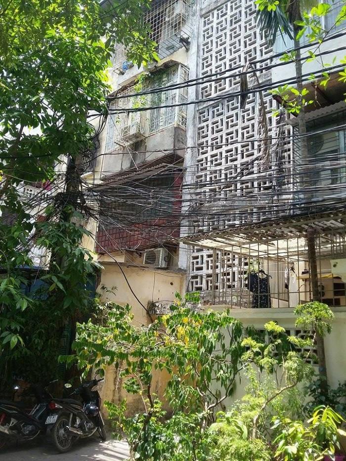 Cho thuê căn hộ tập thể tầng 3 khu A trường Kinh Tế Quốc Dân 70m2,2PN (8 tr/th)