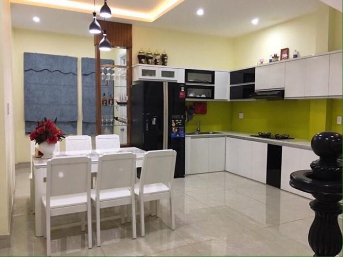 Cho thuê nhà nguyên căn đường Mỹ An 11, gần cầu Trần Thị Lý, giá 12tr/ tháng.
