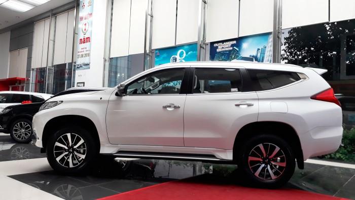 Mitsubishi Pajero Sport sản xuất năm 2017 Số tay (số sàn) Động cơ Xăng