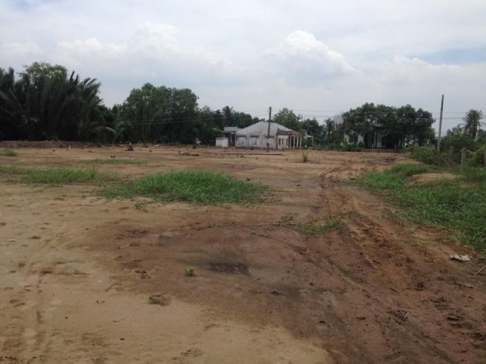 Cần bán lô đất 100m2 SHR gần QL1A MT đường nhựa giá 270tr/nền.
