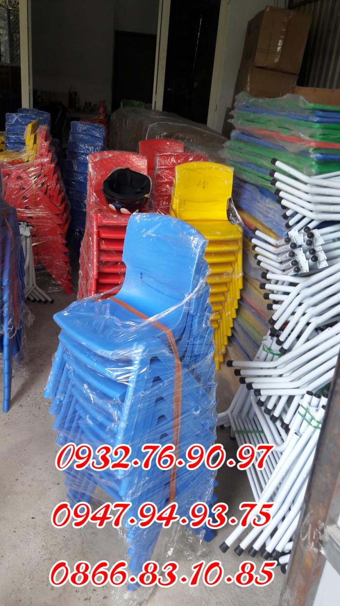 Ghế nhựa đúc nhập khẩu mầm non , các loại ghế tốt0