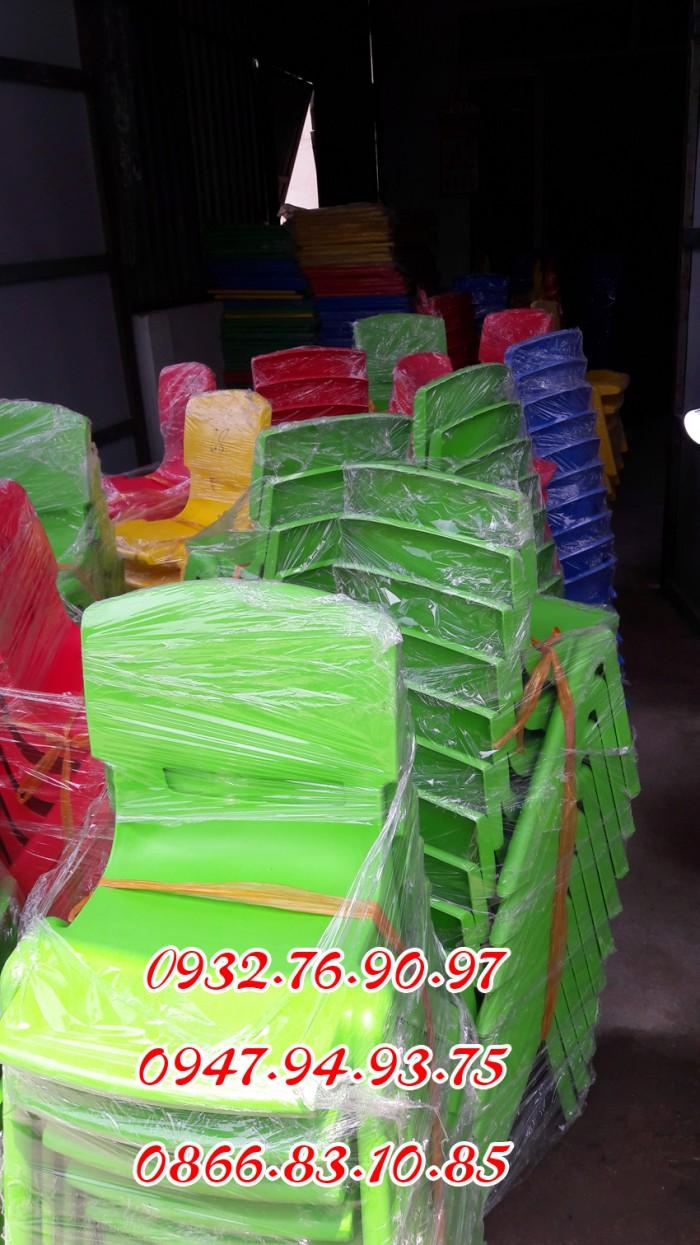 Ghế nhựa đúc nhập khẩu mầm non , các loại ghế tốt1