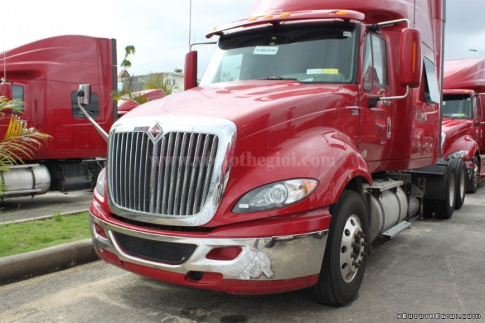 Giá đầu kéo Mỹ International máy Maxxforce sản xuất 2012