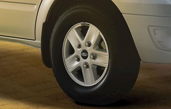 Ford Transit tiêu chuẩn, hỗ trợ vay 90%+  nhiều phần quà giá trị