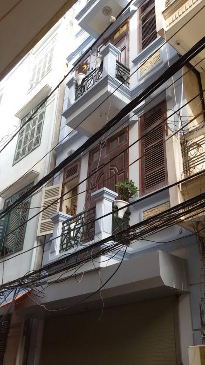 Cần bán nhà 5 tầng đường Nguyên Hồng, Đống đa, giá 4.25 tỷ