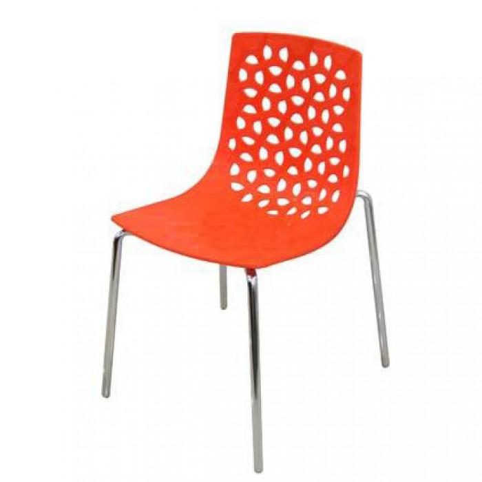 Công ty đang sản xuất và nhập khẩu các sản phẩm bàn ghế nhựa đúc1