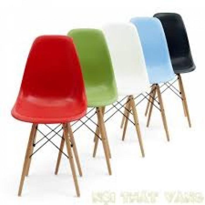 Công ty đang sản xuất và nhập khẩu các sản phẩm bàn ghế nhựa đúc3