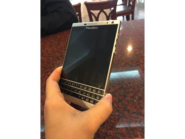 Cần bán điện thoại Blackberry mới 95%,còn hộp và đầy đủ phụ kiện.0