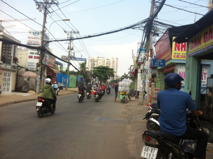 Bán gấp nhà 1 trệt 2 lầu ngay mặt tiền chợ đường 6 Phước Bình, Q9, thuận tiện kinh doanh buôn bán, chỉ 4,8 tỷ