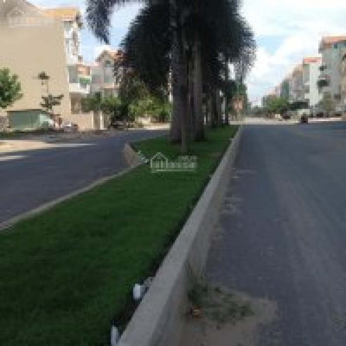 Định cư cần bán gấp biệt thự Him Lam , Tân Phong, Q7, DT 10x20m 4 lầu. Giá 24 tỷ