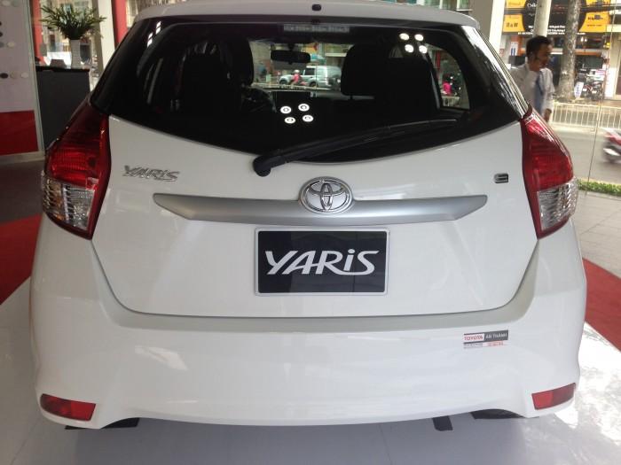 Khuyến Mãi Toyota Yaris 1.5G 2017 màu trắng nhập khẩu Mua Trả Góp chỉ cần 200Tr. Xe Giao Ngay