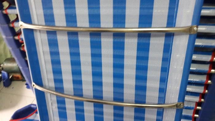 Giường lưới nhập khẩu , chân nhựa màu xanh đậm, khung kẽm D21 dày , ở giữa có 2 thanh tăng cường Inox0